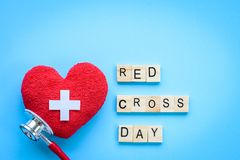Holzklotzkalender für Weltrotes kreuz und roten sichelförmigen Tag, Lizenzfreies Stockbild
