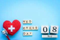 Holzklotzkalender für Weltrotes kreuz und roten sichelförmigen Tag, Stockfotografie