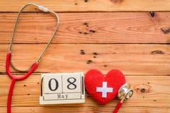 Holzklotzkalender für Weltrotes kreuz und roten sichelförmigen Tag, Stockfotos