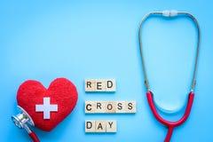 Holzklotzkalender für Weltrotes kreuz und roten sichelförmigen Tag, Lizenzfreies Stockfoto