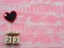 Holzklotzkalender für Welttag der erde am 22. April, Holzklotz Lizenzfreie Stockfotos