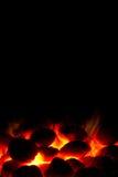 Holzkohlefeuer betriebsbereit zum Grill Lizenzfreies Stockfoto