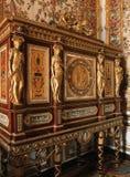 Holzmöbel mit Verzierungen an Versailles-Palast lizenzfreie stockfotos