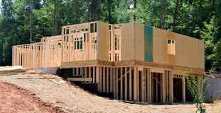 Holzrahmen eines neuen Hauses Stockbild