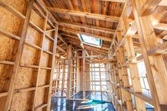 Holzrahmen eines neuen Hauses im Bau Lizenzfreie Stockfotos