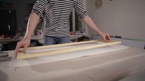Holzrahmen für ein Bild stock video