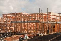Holzrahmen im Bau von Häusern, errichtend in Neuseeland Lizenzfreie Stockfotos