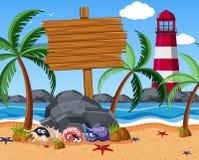 Holzschild auf dem Strand mit Starfish und Einsiedlerkrebsen Lizenzfreie Stockbilder
