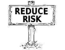 Holzschild-Brett-Zeichnung mit verringern Risiko-Text lizenzfreie abbildung