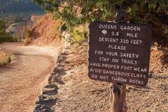 Holzschild an der Queens-Gartenspur in Bryce Canyon Stockbilder