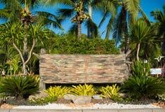 Holzschild mit bokeh Hintergrund Stockfotografie