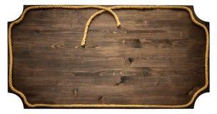 Holzschild mit dem Seil lokalisiert auf weißem Hintergrund Lizenzfreie Stockfotos