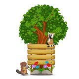 Holzschildschablone mit Maki und Biber Stockfotografie