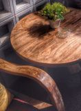 Holzstuhl und Tabelle Stockfoto