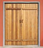 Holztür geschlossen Stockfoto