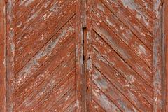 Holztür mit roter Farbe Stockbilder