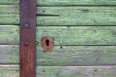 Holztür mit Verriegelung Stockfotografie