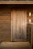 Holztür, natürliches materielles Haus lizenzfreie stockbilder
