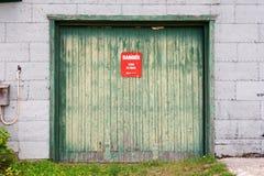 Holztür zum alten Bergwerk Lizenzfreies Stockbild