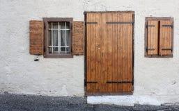 Holztüren und Fenster, Weinlese, rustikal Stockfotos
