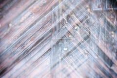 Holztüroberfläche mit Vorhängeschloß, abstrakter Hintergrund mit zwei Schichten Lizenzfreies Stockfoto