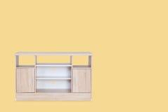 Holztisch für das gesetzte Fernsehen auf Oberseite lokalisiert Lizenzfreie Stockbilder