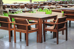 Holztisch mit beunruhigtem Ende Lizenzfreie Stockfotografie