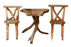 Holztisch mit den Stühlen lokalisiert Stockfotos