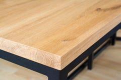 Holztischoberkante und -ecke Stockfoto