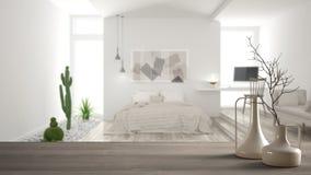 Holztischspitze oder -regal mit minimalistic modernen Vasen über unscharfem unbedeutendem modernem Schlafzimmer, weißer Innenraum lizenzfreies stockfoto