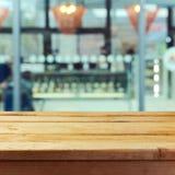 Holztischspott herauf Schablonenhintergrund für Produktmontageanzeige Lizenzfreies Stockbild