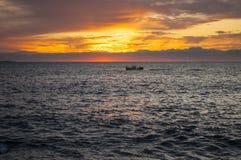 Homar łódź Przy wschód słońca W zatoce Maine fotografia stock