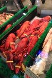 Homar i krab dla sprzedaży przy rynkiem Zdjęcia Royalty Free