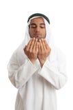 Hombre árabe con las palmas abiertas que ruega Imagen de archivo libre de regalías