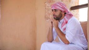 Hombre árabe joven almacen de metraje de vídeo