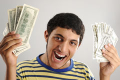 Hombre árabe joven que lleva a cabo dólares del dinero Imagen de archivo libre de regalías