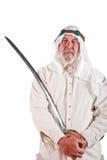 Hombre árabe que presenta con una espada Fotos de archivo libres de regalías