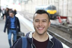 Hombre étnico que llega el destino Foto de archivo