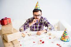 Hombre aburrido en el partido Foto de archivo libre de regalías