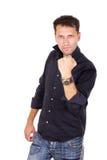 Hombre acertado en la camisa negra que detiene el puño Imagen de archivo libre de regalías