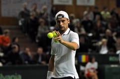 Hombre Adrian Ungur del tenis en la acción en un partido de la Copa Davis Imagen de archivo