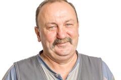 Hombre adulto con un bigote que ríe, aislado en el fondo blanco Imagenes de archivo