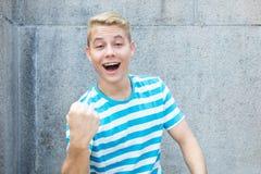 Hombre adulto joven alemán acertado con el pelo rubio coloreado Fotografía de archivo libre de regalías