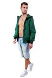 Hombre adulto joven con el retrato de la chaqueta verde aislado Fotos de archivo libres de regalías