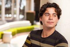Hombre adulto joven hispánico hermoso Imagen de archivo libre de regalías