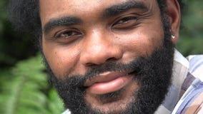 Hombre africano con la barba metrajes