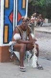 Hombre africano en vestido tradicional en el pueblo cultural de Lesedi Fotografía de archivo libre de regalías