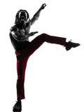 Hombre africano que ejercita la silueta del baile del zumba de la aptitud Imágenes de archivo libres de regalías