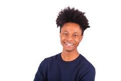 Hombre afroamericano joven feliz aislado en el fondo blanco - Fotos de archivo