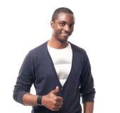 Hombre afroamericano vestido casual con la camiseta y los pulgares blancos para arriba Fotografía de archivo